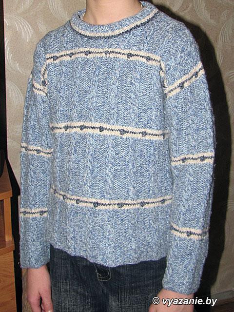 На фото детские вязаные свитеры и